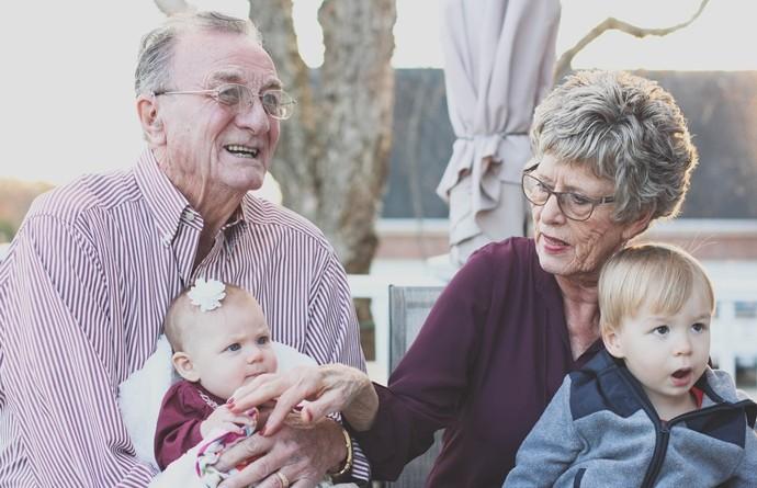 Usamljenost kod starih za vreme praznika – šta možete učiniti?